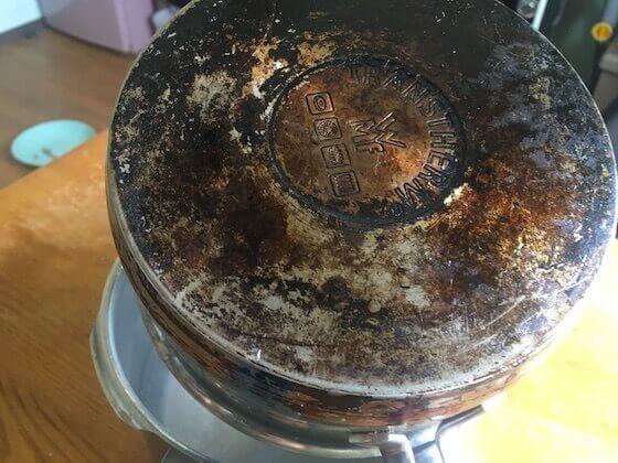 焦げ付いた鍋